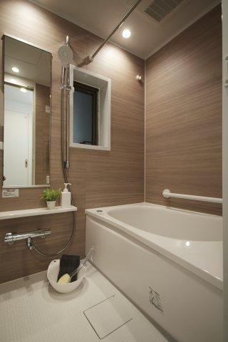 日々の暮らしに欠かせないお風呂です 高級感がある雰囲気のバスルームで、1日の疲れを癒せます