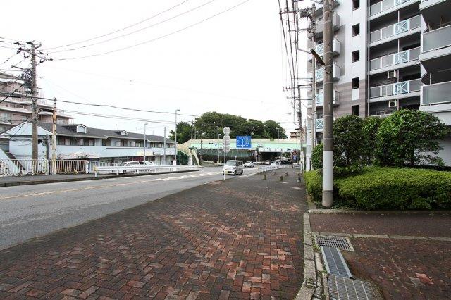 小田急江ノ島線「藤沢本町」駅から徒歩8分! トレアージュ白旗も近くにあり、とっても便利な周辺環境です。ご家族お揃いでお出かけがてら、お気軽に現地にてご覧になってみて下さい♪