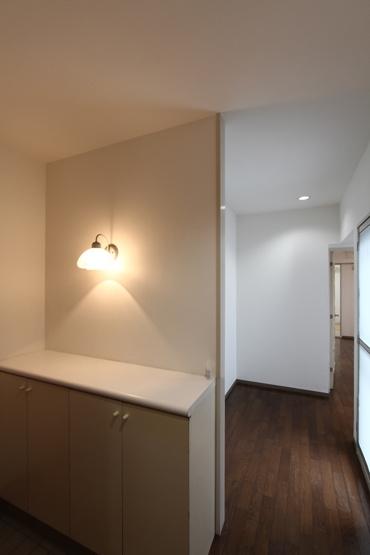 玄関部分 室内大変綺麗です◎ 南西角部屋で明るく風通しのよい爽やかなお部屋♪オートロック付きの安心マンション、ぜひご内見下さい!