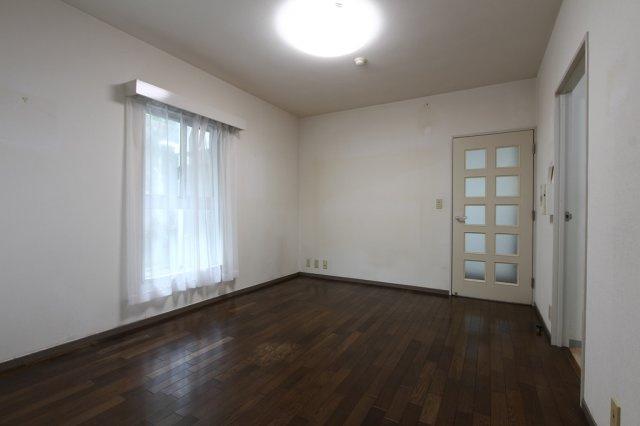 洋室が2部屋ございます。上下階住戸のないプライベート空間、マンションながらも静かで落ち着いた生活が送れそうです◎