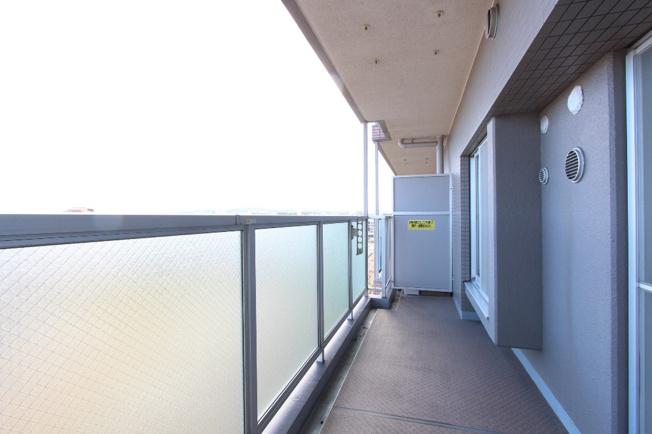 玄関ポーチが区切られており、セキュリティも安心。お子様用の自転車やキックボードなども置けたり、雨にも当たらず嬉しいスペース。