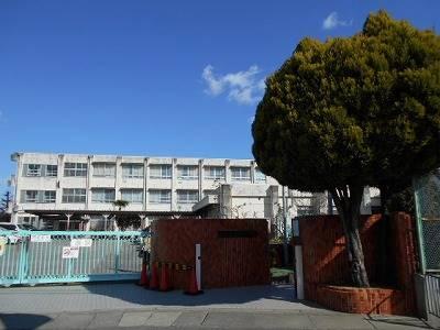 堺市立土師小学校 185m