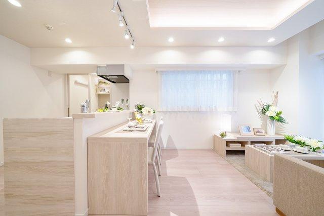 2面採光のLDK カウンター付対面式キッチンで家族の会話が弾みます