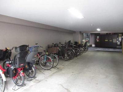 ライオンズプラザ浅草第2の駐輪場です。