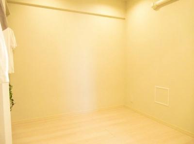 ライオンズプラザ浅草第2の洋室です。