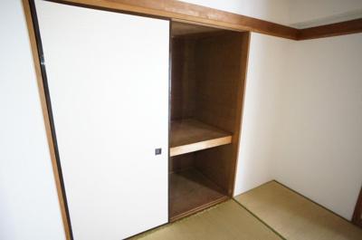 和室は押し入れ、洋室はクローゼットです