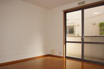 明るい居室スペース
