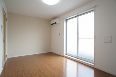 日当たりの良い洋室はいいですね