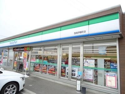 ファミリーマート伊藤町店まで49m