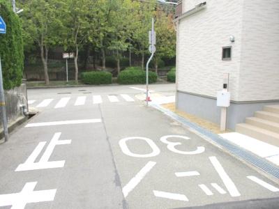 【前面道路含む現地写真】神戸市垂水区学が丘4丁目新築戸建 3号棟