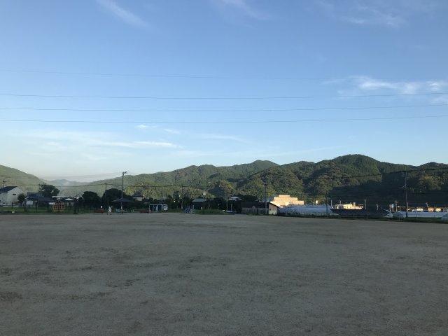 近隣の公園(裂田溝公園)です♪朝は散歩をしている人も見かけますよ♪