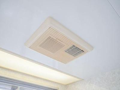 換気機能も備えた電気式浴室暖房乾燥機