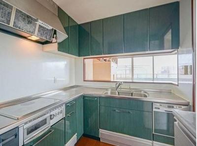 対面カウンターL型キッチンは、使い勝手の良い2WAYタイプです。