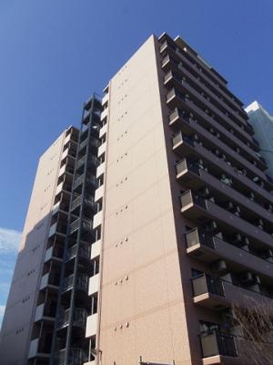 JR東海道本線「川崎」駅より徒歩6分のマンションです。