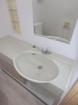 「あると便利なお風呂と別の洗面台です」