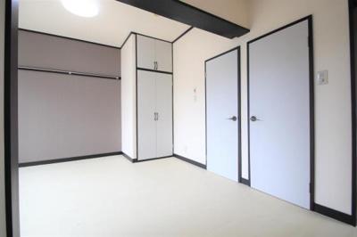 半間分の収納と戸棚も付いてます