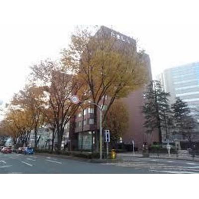銀行「多摩信用金庫本店まで607m」