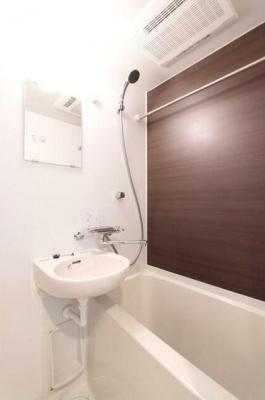 清潔感のあるバスルームです