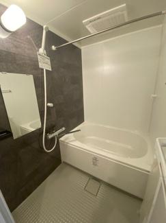 浴室暖房乾燥機も付いたお風呂場です。 雨の日などの洗濯物も乾かせちゃいますね。