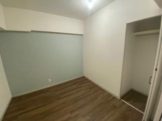 収納も付いた洋室です。 もちろん洋室すべてリフォーム済です。