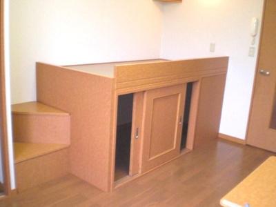 大型収納付きで居室スペースも広々使えます!