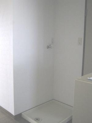 洗濯機置き場があります。