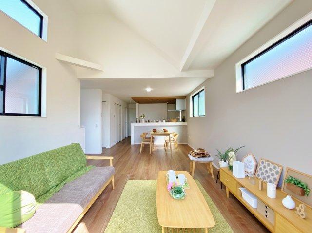 (2号棟)、4LDK、土地面積99.51m2、建物面積121.79m2