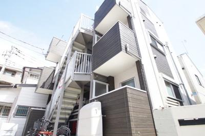 東横線「元住吉駅」徒歩8分の築浅アパートです。