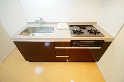 料理好きには嬉しい「グリル付き3口ガスコンロのシステムキッチン」