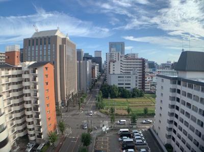 大きな建物もありますが眺望良好です。