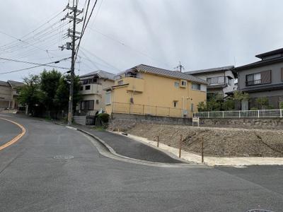 【前面道路含む現地写真】高槻市日吉台三番町 B号地