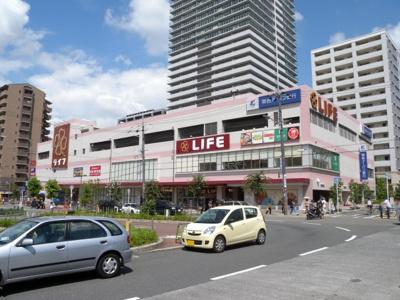 深夜12時まで営業しているスーパーが近くにあります
