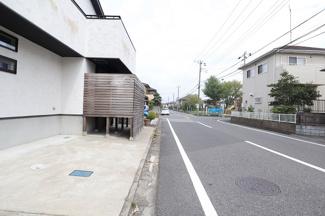 千葉市中央区浜野町 中古一戸建 浜野駅 前面道路は広々、駐車も楽々です!