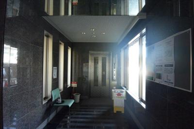 【エントランス】アパガーデンズ砺波駅前