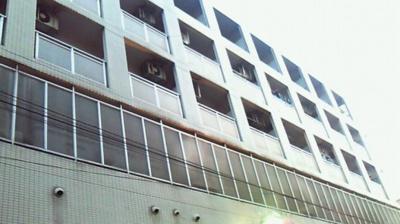 京浜急行線「黄金町」駅より徒歩5分のマンションです。