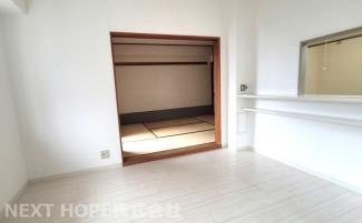 和室のフスマをオープンにしていただくと、リビングからの広がる空間を確保できます♪