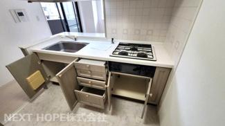 キッチンは収納力が豊富です♪ぜひ現地でご確認ください(^^)お気軽にネクストホープ不動産販売までお問い合わせを!!