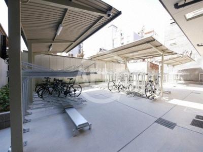 プレサンス谷町九丁目駅前 室外にも駐輪場がございます