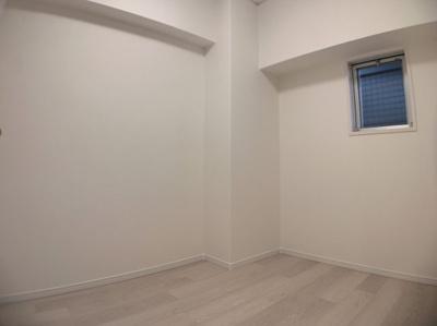 広々とした納戸スペースです。収納や在宅ワークスペースとして自由に使えます。