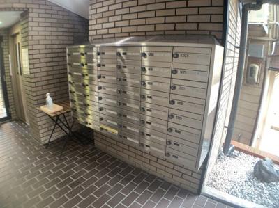 郵便受けです。マンション内部にあります。
