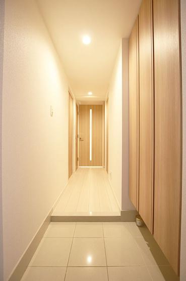 毎日通る玄関はこちらです 収納力抜群のシューズボックスがごちゃ付きがちな玄関をスッキリさせます
