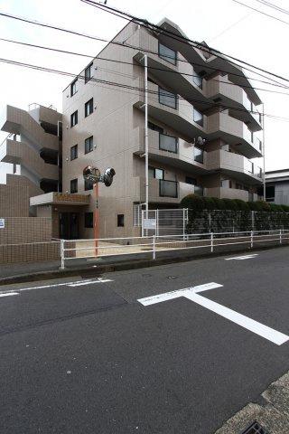 鉄筋コンクリート造6階建、2階部分のお部屋となります。 小田急線本厚木駅が最寄り駅となります。小田急線で横浜・都心方面にもアクセス良好ですのでセカンドハウスにもおすすめ。