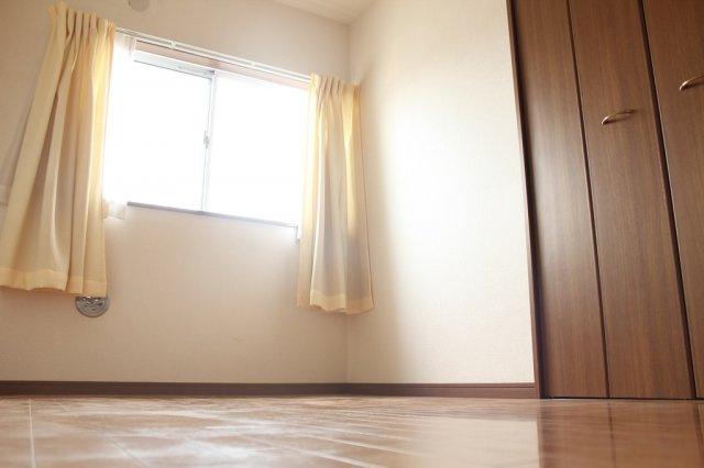 2階洋室5帖 大きなクローゼットもあり収納に重宝します。