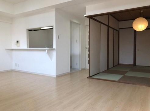 リビングの隣に和室があるので広々と室内を使えます