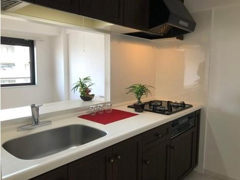 キッチンです 便利な3口ガスコンロに、大きなシンク!お料理の幅が増えますね!