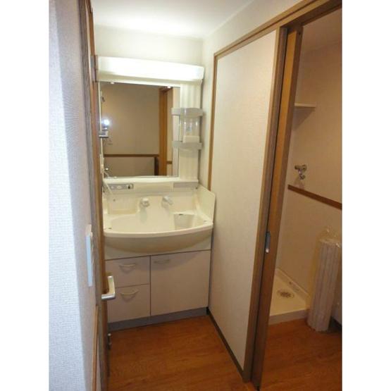 ゆったりとスペースのある洗面所※別部屋参考写真