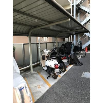 共用スペース・駐輪場。