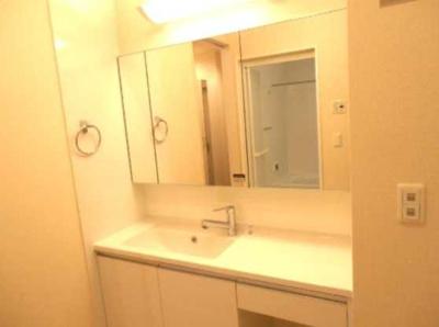 【洗面所】カーサルチェンテ 2人入居可 独立洗面台 浴室乾燥機・追炊