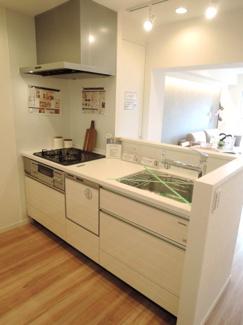 食洗機付き対面式システムキッチン、お食事をもっと楽しく