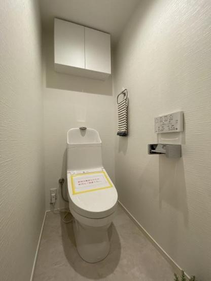 トイレも気になるポイント 清潔感のあるトイレです 温水洗浄機付き、新品のトイレ。